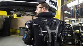 حضور مردان نیمه آهنی در کارخانه خودرو سازی فورد + عکس