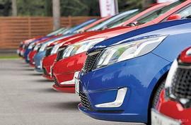 مجوز فعالیت واردکنندگان متخلف خودرو را باطل کنید