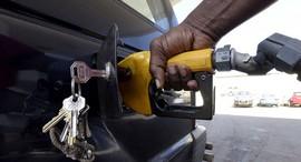 سرنوشت نرخ سوخت چه خواهد شد؟ سهمیه ای یا پلکانی؟