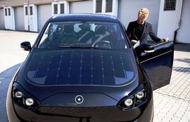ساخت خودرویی جدید با سقف خورشیدی + عکس