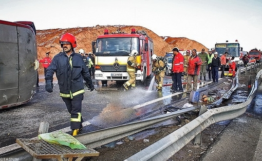 واژگونی اتوبوس در اتوبان تهران-قم