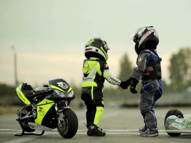 کودکان خردسال موتور سوار