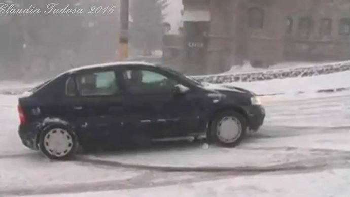زمستان،برف،یخ بندان و سرسره بازی خودروها