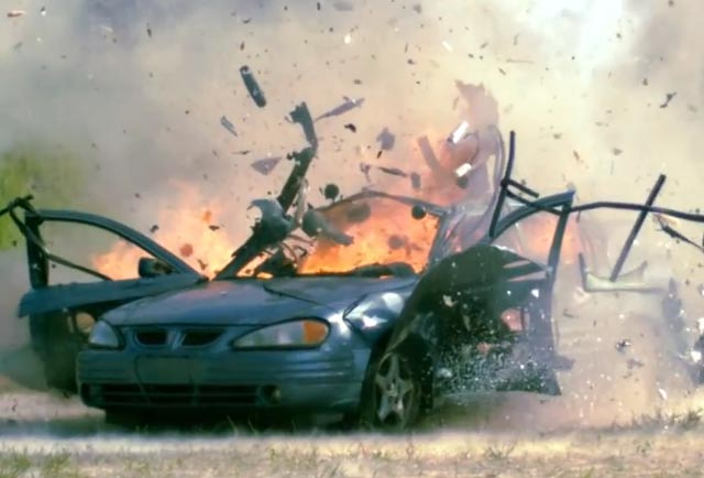 انفجار خودرو با مسلسل