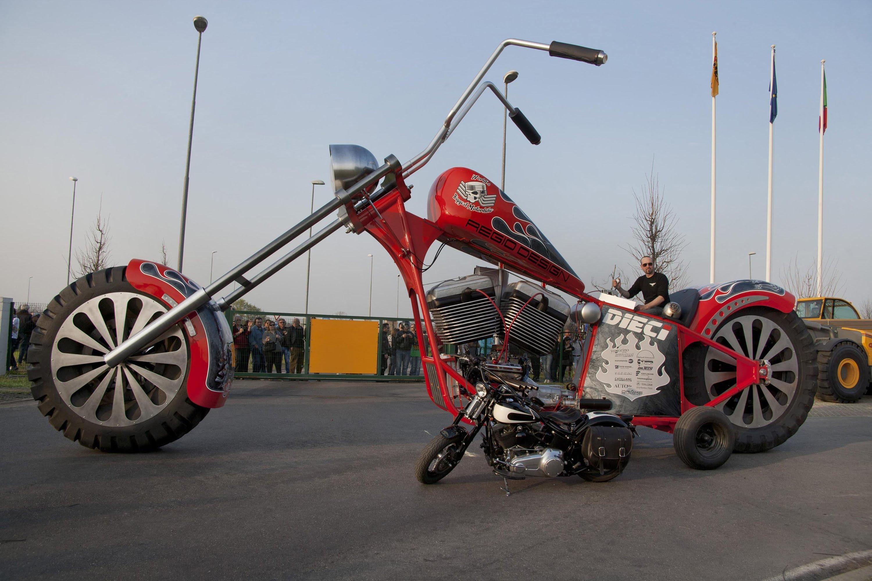 با بزرگترین موتورسیکلت در دنیا آشنا شوید